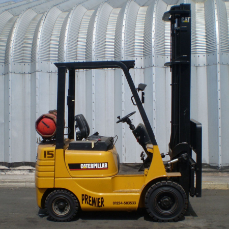 CATERPILLAR GP15 L.P.GAS Fork Lift