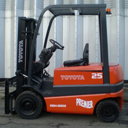 TOYOTA FBM25 ELECTRIC Fork Lift