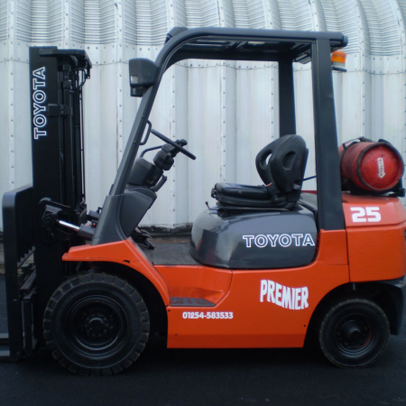 TOYOTA 7FGF25 L.P.GAS Fork Lift